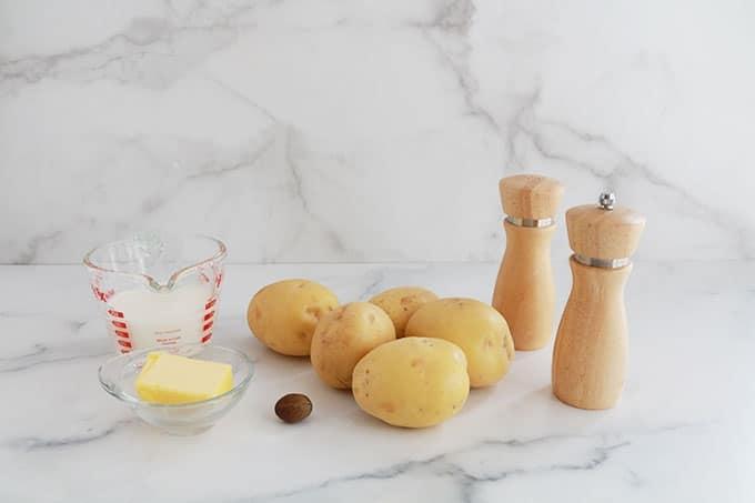 Ingredients puree de pommes de terre jaunes beurre lait sel poivre muscade