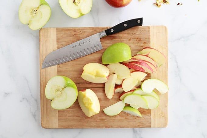 Couper les pommes en tranches fines