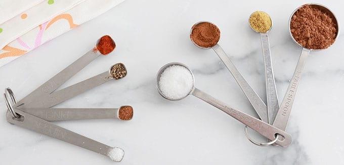 Cuilleres Spoons pour mesurer epices herbes aromatiques sel levure bicarbonate de soude