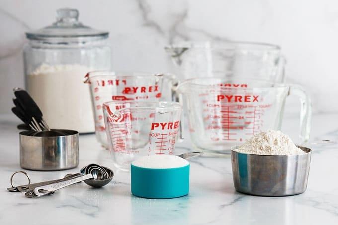 Tasses Cuilleres CUPS SPOONS a mesurer pour ingredients secs et ingredients liquides