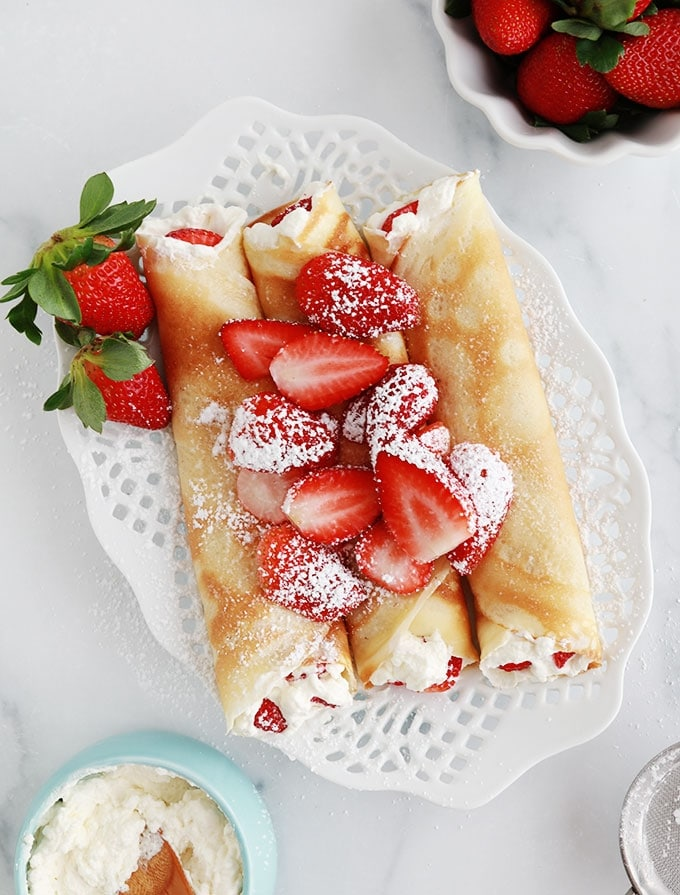 Crepes creme chantilly fraises roulees