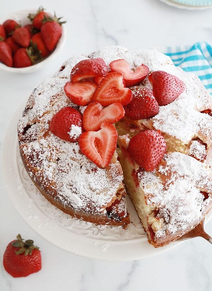 Gateau au yaourt aux fraises hyper moelleux recette facile