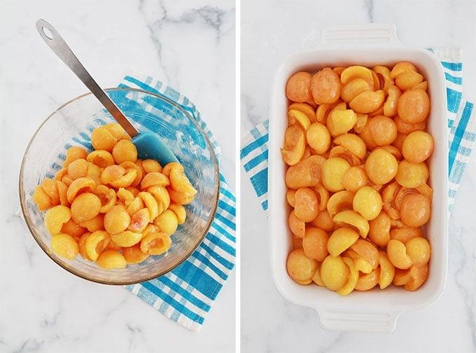 Garniture aux abricots pour crumble dans un bol et au fond d'un plat à gratin